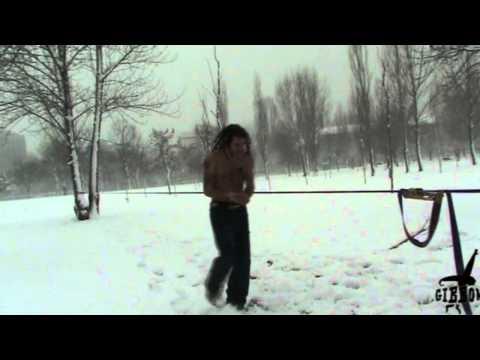 YouTube – Slackline Snow Man