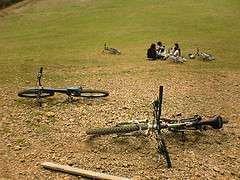 アメリカでスラックラインに自転車が突っ込んで死亡事故発生