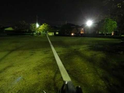新しい公園で夜のロングライン