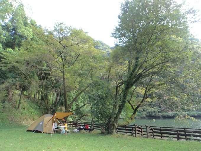 ダム湖キャンプ