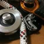 セルフジャミングプーリーをブレーキとして使い、ソフトリリース、ロープはなるべく節約