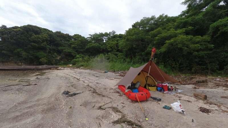 無人島キャンプでのパックラフト