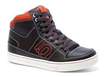 フスラックライン用の靴としては最高峰、ファイブテンfivetenのラインキングLineking出回り始める(黒)
